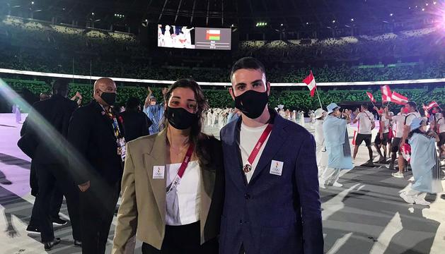 Pol Moya i Mònica Dòria durant la cerimònia inaugural dels Jocs de Tòquio.