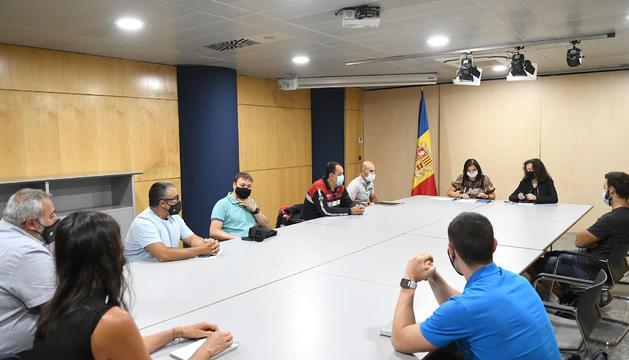 Trini Marín s'ha reunit amb els sindicats dels treballadors públics