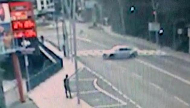 Un cotxe descontrolat a Sant Julià
