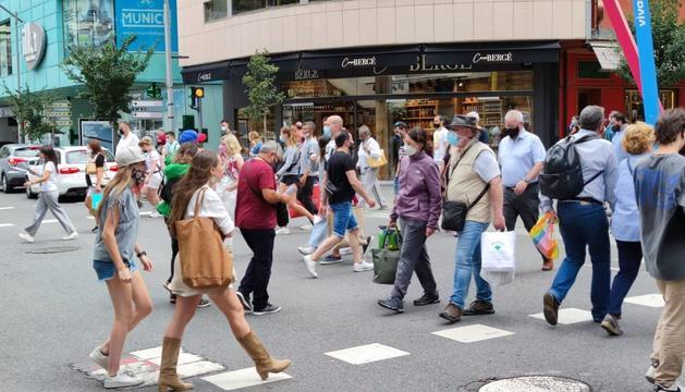 Turistes a la zona comercial aquesta setmana