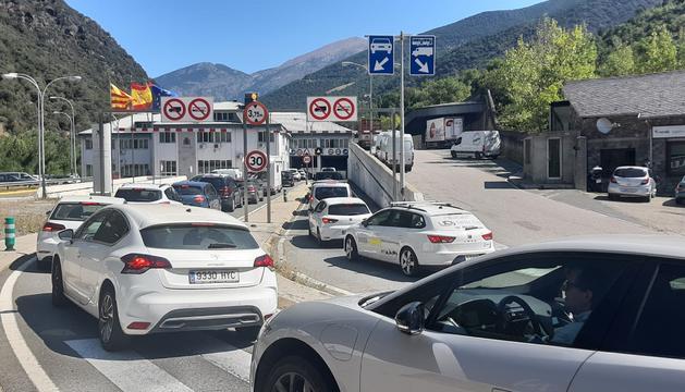 Cues d'un quilòmetre per accedir a Andorra aquest dijous