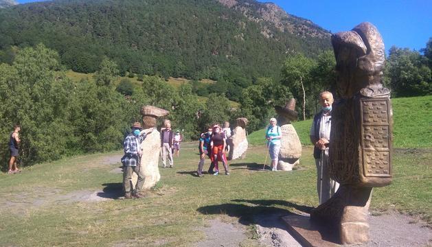 Visita de la gent gran a la la Ruta del Ferro i la mina de Llorts