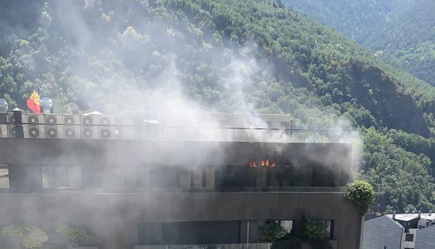 Un incendi afecta l'edifici Diamant.