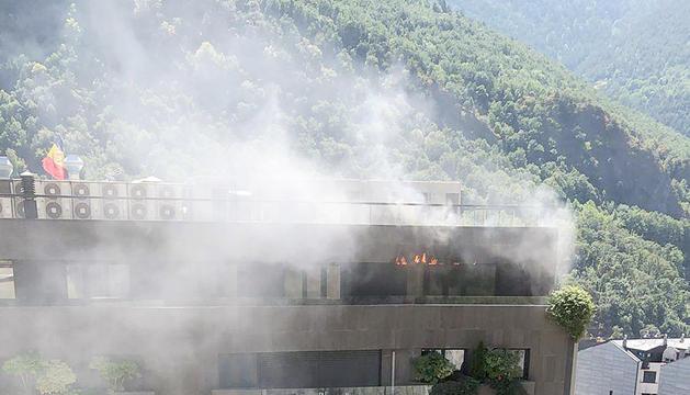 L'incendi en un àtic de l'edifici Diamant.