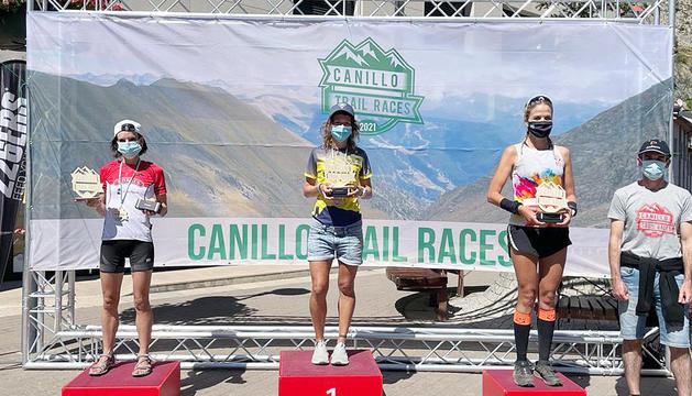 Aida Pérez, Sara Ricart i Elisa Mas van formar el podi femení en la marató.
