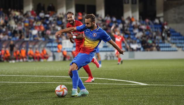 Un moment del partit contra el Linares Deportivo