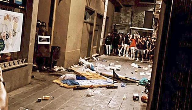 Un moment dels aldarulls als carrers del centre de la Seu.