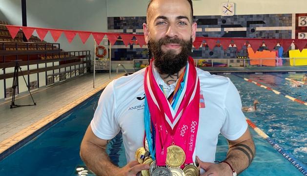 Hacine va ser el millor nedador del país.