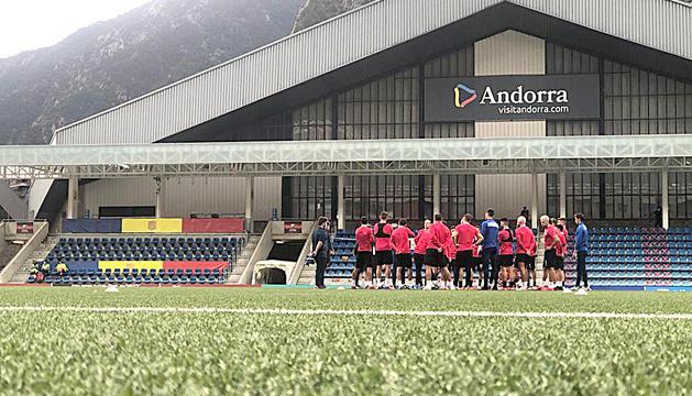 La selecció tricolor es va exercitar ahir a l'Estadi Nacional per enllestir el compromís d'aquest vespre.