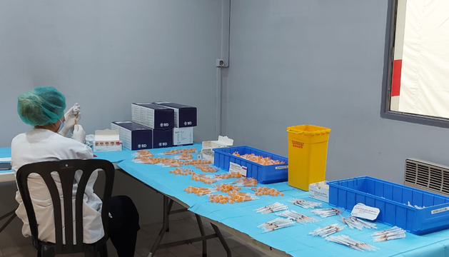 Es tronen a administrar vaccins contra la Covid-19.