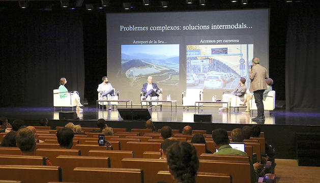 Taula rodona de la Jornada pel Ferrocarril a Andorra, ahir al Centre de Congressos d'Andorra la Vella.