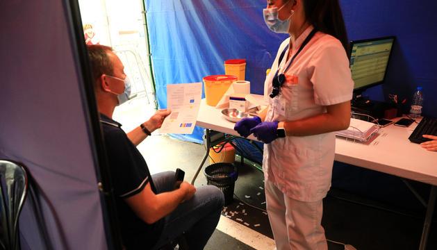 Vacunació al centre de l'antiga plaça de braus.