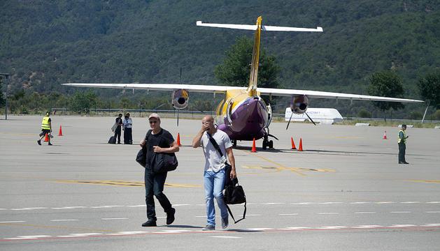 Un avió a les pistes de l'aeroport de l'Alt Urgell.