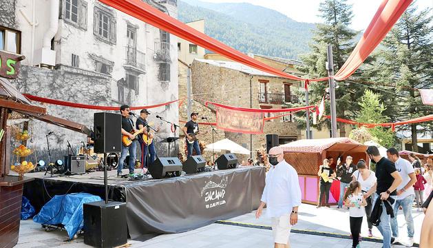 Una de les actuacions musicals celebrades en el marc del mercat d'estiu d'aquest cap de setmana a Encamp.