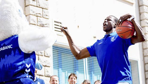 Moussa Diagne es va marcar uns balls amb Brut que va fer les delícies del públic.