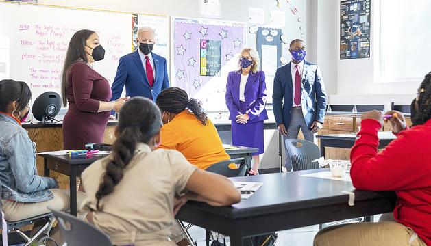 El president Biden en una escola a Washington.