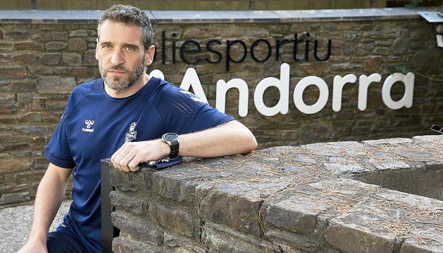 El tècnic del MoraBanc Andorra, Ibon Navarro, a l'exterior del Poliesportiu.