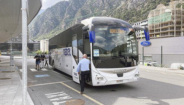 Un autocar Direct Bus.