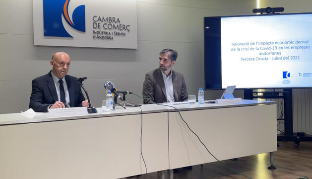 Josep M. Mas, president de la Cambra i Joan Micó, president del CRES.