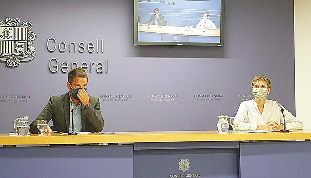 Pere López i Susanna Vela en roda de premsa.