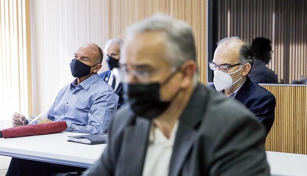 En primer pla, el president de la CASS i, al fons, Gabriel Ubach i Antonio González.