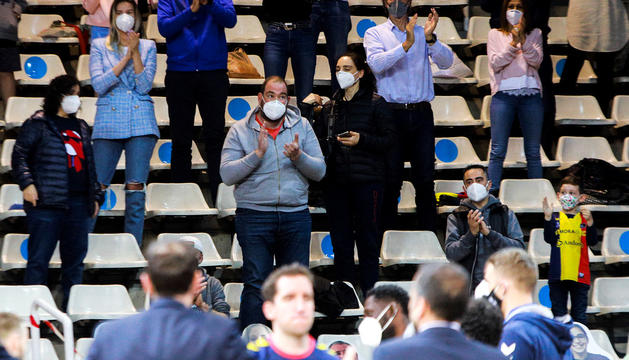 Aficionats al Poliesportiu en el duel del retorn del públic el maig passat.