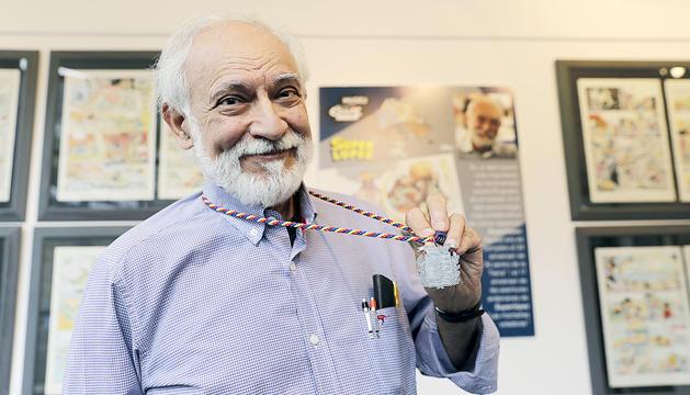 El conegut dibuixant Jan amb la medalla.