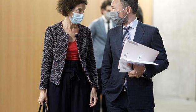 La ministra Ubach i el cap de Govern al Consell.