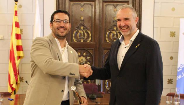 L'alcalde sortint, Jordi Fàbrega, i el nou alcalde, Francesc Viaplana, ahir.