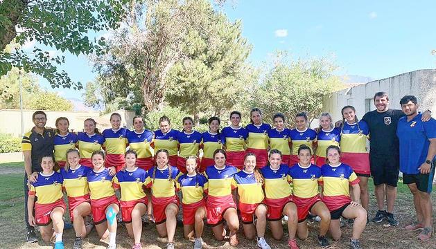 La selecció femenina de rugbi de 15, abans del duel contra Còrsega.