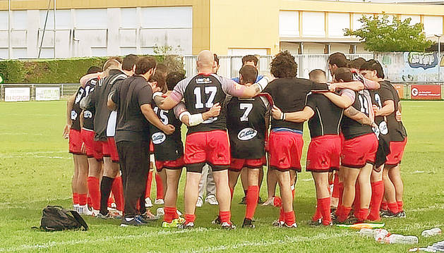 Els jugadors tricolors al camp del Toulouse Lalande a Aucamville.