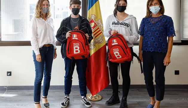 Rebuda de les ministres Sílvia Calvó i Ester Vilarrubla als joves representants de la PreCOP26