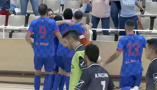 Els jugadors de l'FC Encamp celebren el triomf.
