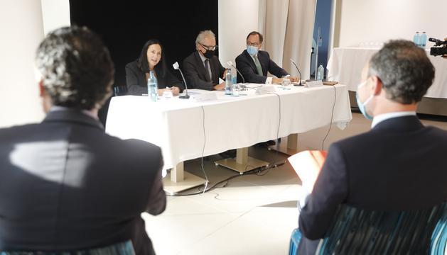 Espot escolta Molné, Camp i Cornella en la presentació de l'acord