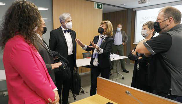 Herce amb Font, consellers i l'altra experta que va participar en la comissió dimarts.