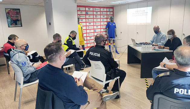 Reunió a la seu de la FAFper preparar el dispositiu per l'Andorra-Anglaterra.