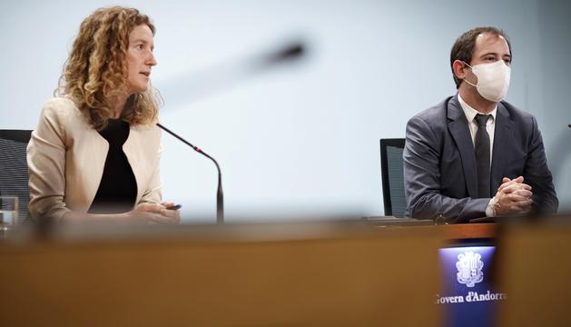 La ministra de Medi Ambient,Agricultura i Sostenibilitat,Sílvia Calvó i el director de l'Oficina de l'Energia i del Canvi Climàtic,Carles Miquel.