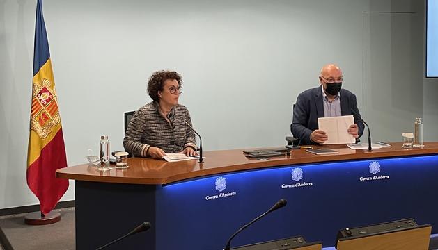 La ministra d'Afers Socials Judith Pallarès i el director del Departament Joan Carles Villaverde.