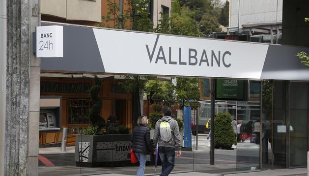 Evacuada la seu central de Vall Banc.