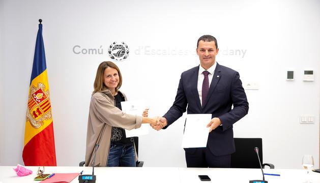 Gili i Gallardo en l'acte de signatura del conveni.