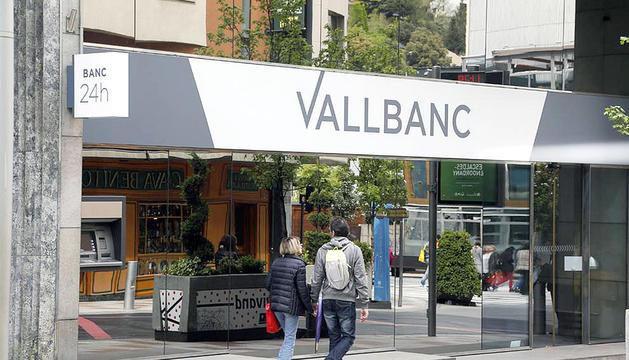 Evacuen la seu de Vall Banc per l'alarma d'incendis