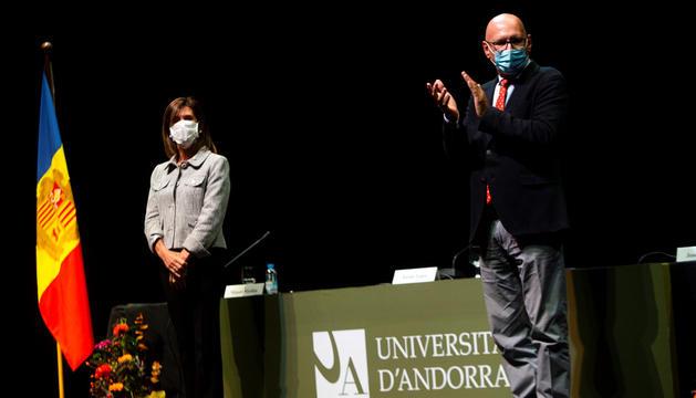 La ministra d'Educació, Ester Vilarrubla, i el rector de la Universitat, Miquel Nicolau, durant l'acte d'inauguració del curs.