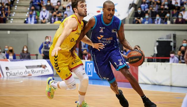 Un instant del partit celebrat ahir a Burgos.