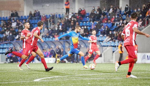 Héctor Hevel segons abans d'aconseguir el primer gol de l'FCAndorra davant el Nàstic de Tarragona, ahir.