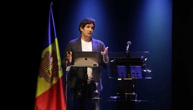 César Bona, durant la conferència inaugural