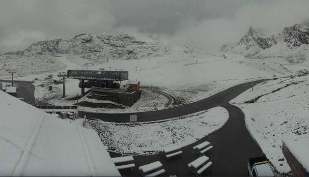 Algunes estacions d'esquí ja s'han tenyit de blanc.