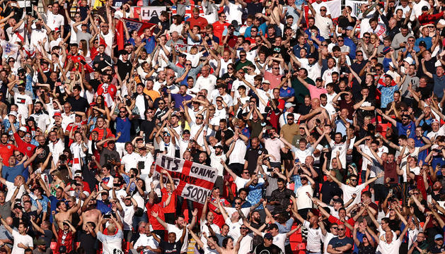 Aficionats britànics durant l'Anglaterra-Andorra del setembre a Wembley.