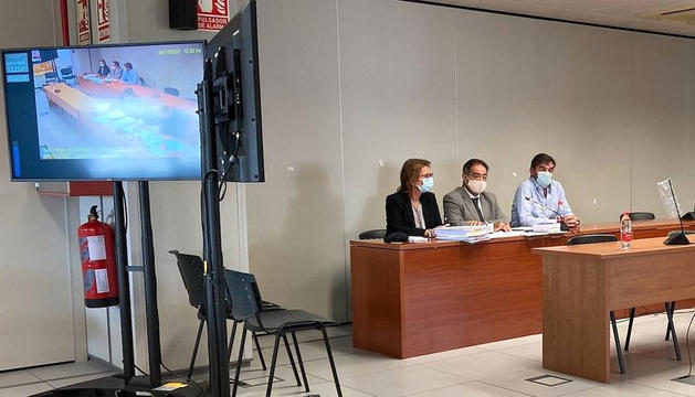 Felipe Espinosa, a la dreta, durant el judici.