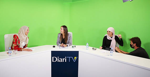 Hayat Agharbi, Lídia Raventós i Salima Raguig abans de començar el debat