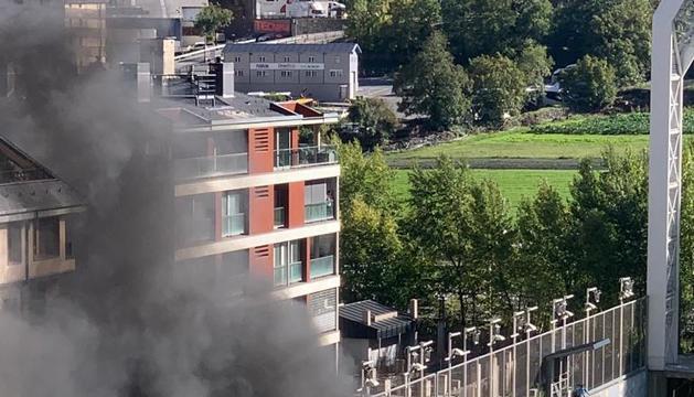 Imatges del foc a l'Estadi Nacional